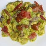 Tortellini Paf in collaborazione con Al.Ta Cucina con crema di zucchine, funghi e prosciutto crudo croccante.