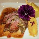 Filetto di maiale con raviolo al tartufo