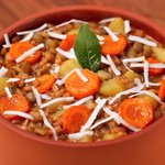 Zuppa di Farro e lenticchie con carote, patate e ricotta salata