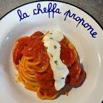 Spaghetti al pomodoro con crema di burrata al timo limone