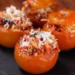 Pomodori ripieni di trofie alla norma