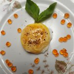 Tuorlo d' uovo fritto con salmone caviale