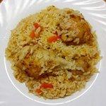 Pollo in umido con cipolle, carote e riso
