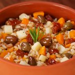 Insalata di tre cereali con zucca, pecorino, olive taggiasche e pomodoro secco