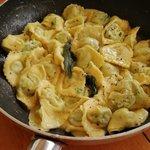 Orecchioni ortica e ricotta mantecati con burro centrigufato e salvia.