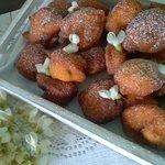 Frittelle dolci ai fiori d' acacia