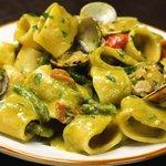 Calamarata alla crema di asparagi e vongole con pomodorini