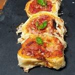 Finte pizzettine al pomodoro