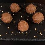 """Cioccolatini """"Rocher"""" fatti in casa"""