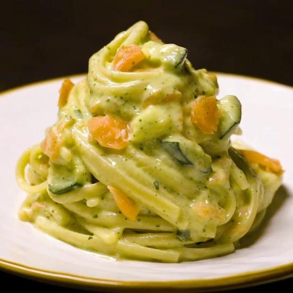 Ricetta Salmone Zucchine E Philadelphia.Linguine Alla Crema Di Zucchine E Robiola Con Salmone Al Ta Cucina