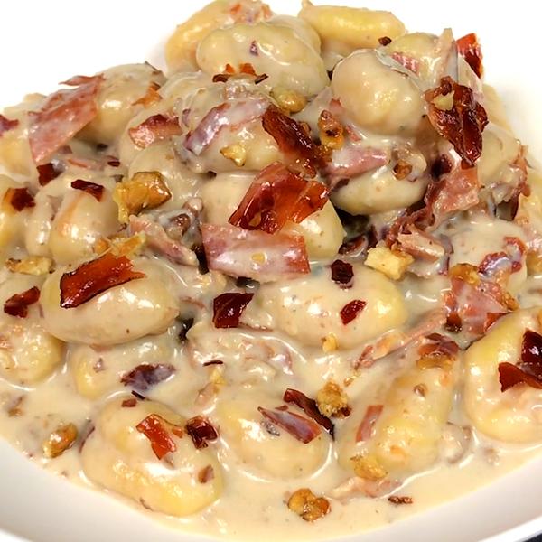 Ricette Con Gnocchi E Speck.Gnocchi Con Crema Di Gorgonzola Speck E Noci Al Ta Cucina