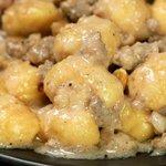 Gnocchi con crema di stracchino, salsiccia e noci