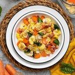 Tortellini al prosciutto crudo con pancetta bietole carote e crema di parmigiano