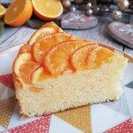 Torta all'arancio senza glutine ricoperta di arance caramellate