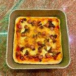 Pizza ad alta idratazione - impasto, maturazione e lievitazione - salsiccia e funghi porcini!