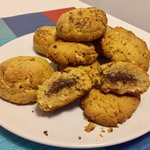 Biscotti al burro di arachidi con cuore di Nutella