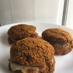 Burger di zucca con speck e scamorza affumicata