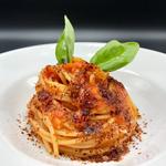 Spaghetti al pomodoro fresco con polvere di buccia di pomodoro