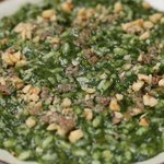 Risotto con crema di spinaci, salsiccia, provola e noci