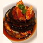 Parmigiana di mare con melanzane grigliate, branzino con il suo sugo, provolone del Monaco e basilico.