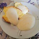 Ciambella al latte caldo con crema al limone