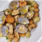 Chicche di Patate con Vongole e Ceci