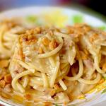 Spaghettone Gentile aglio, olio e sgombro con pangrattato fritto al peperoncino