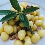 Chicche di patate con burro, salvia e pancetta affumicata