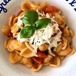 Orecchiette con pomodoro, formaggio ricotta e basilico!😍