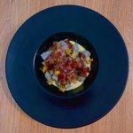 Gnocco viola su crema di parmigiano reggiano, dadolata di zucchine e coppa di maiale croccante