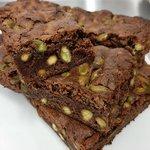 Brownie cioccolato al latte e pistacchi