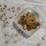 Spaghetti con vongole e pesto di pistacchi
