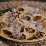 Paccheri alla crema di parmigiano, salsiccia e rosmarino