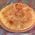 Torta di mele con crema pasticcera e cannella -  Dolce con pasta brisè facile e veloce!