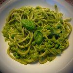 Spaghetti alla crema di piselli e basilico