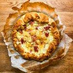 Sfoglia Rustica con patate, timo, provola dolce e prosciutto cotto.
